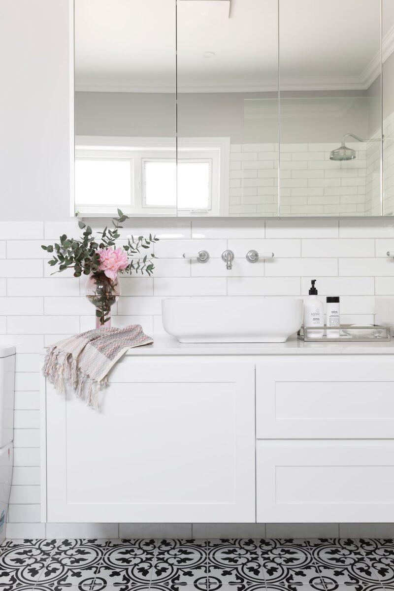 Modern Hampton style ensuite. Interior design by Studio Black Interiors, Yarralumla Residence, Canberra, Australia.